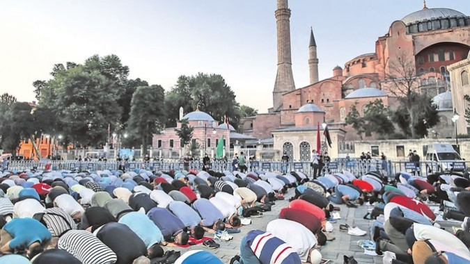 Muslimani pred Hagijo Sofijo