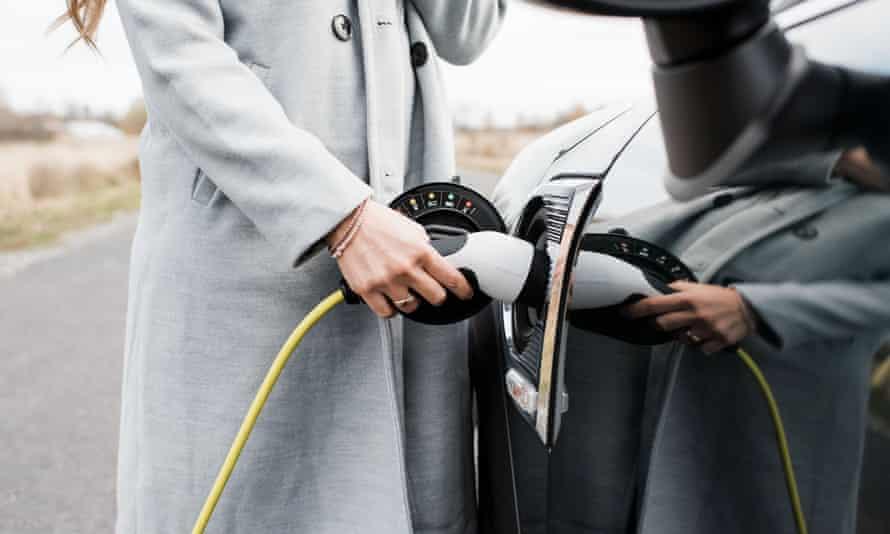 Polnjenje električnega vozila
