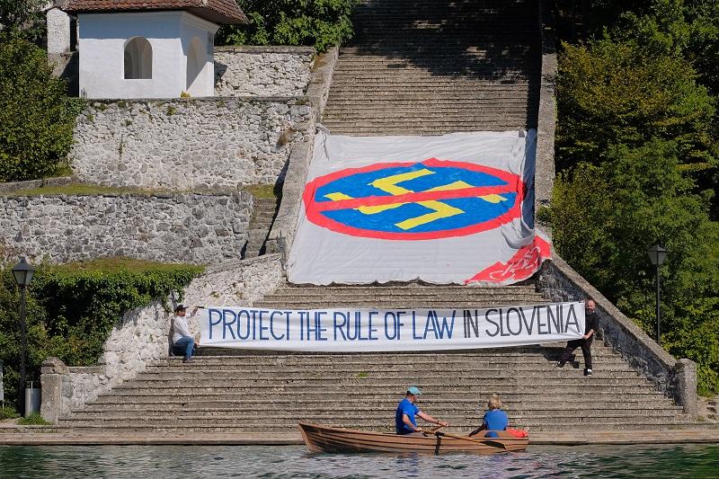 Poziv pred Blejskim forumom  Vir: Upor.si