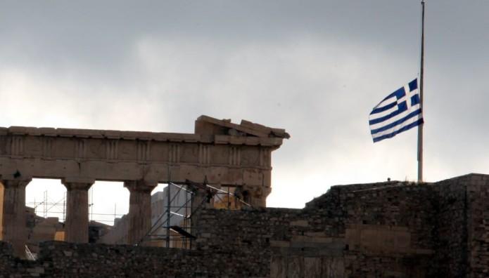 Akropola - spuščena grška zastava
