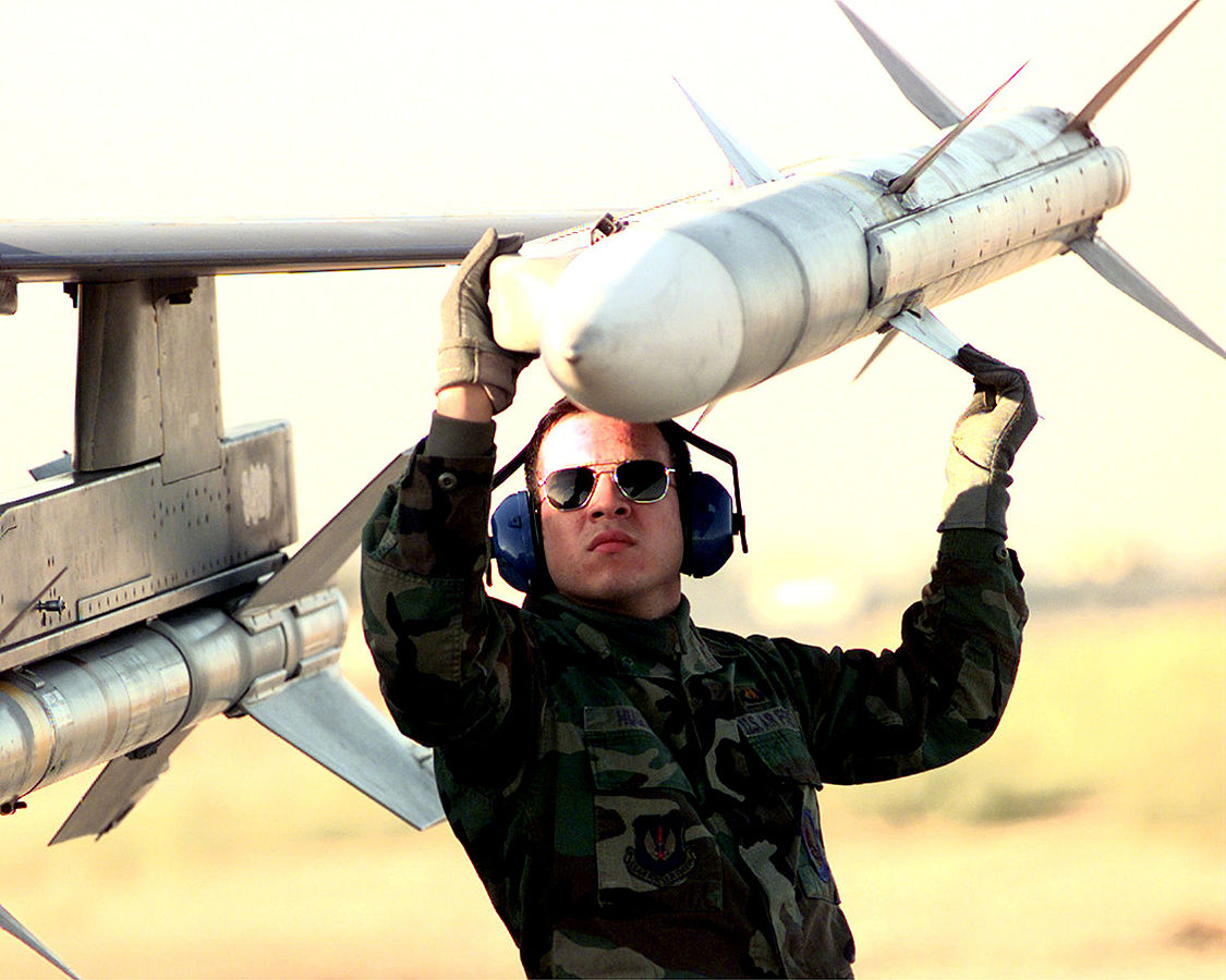 Raketa AMRAAM Vir: Wikipedija By Staff Sergeant Vince Parker (USAF)