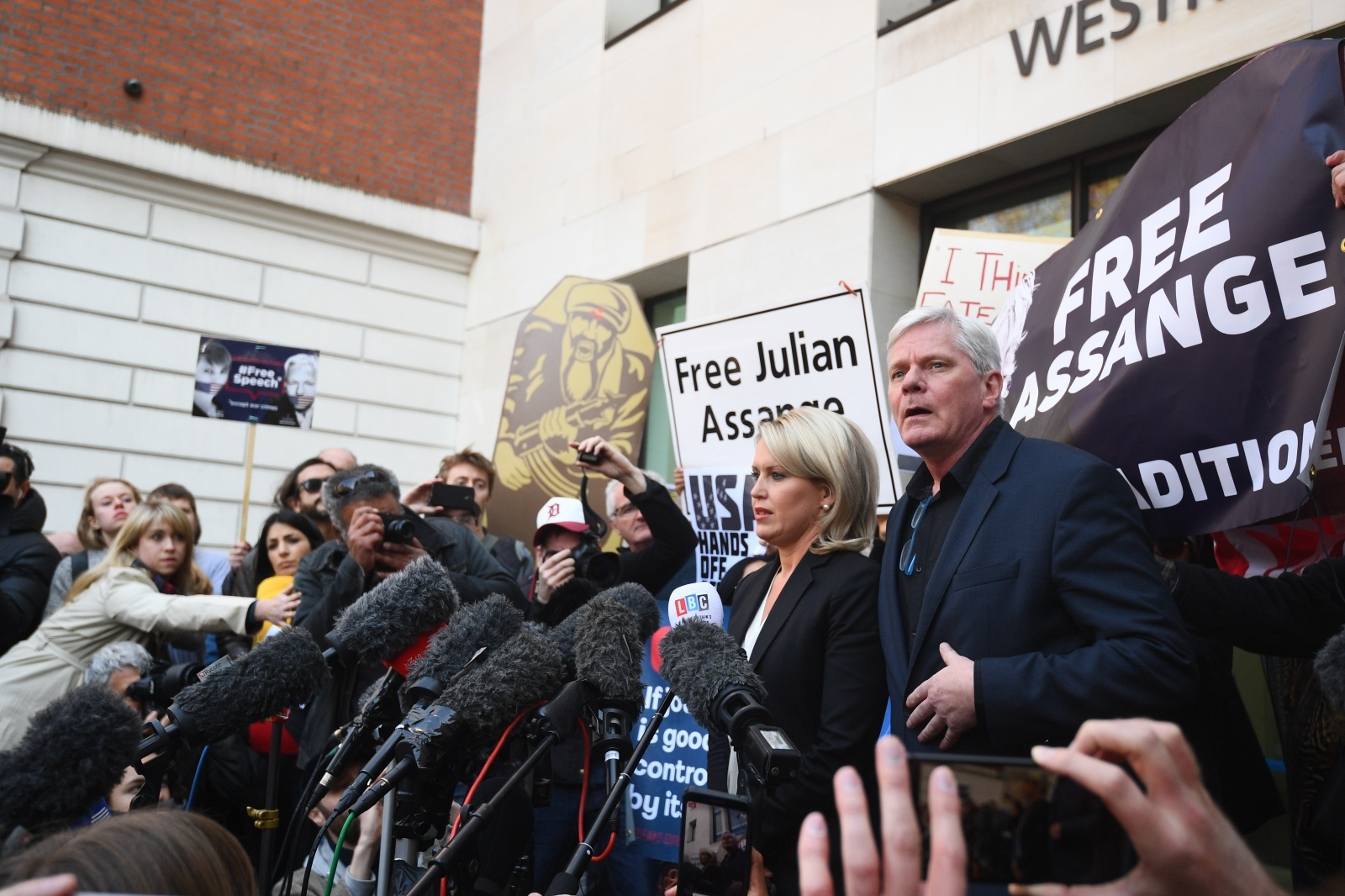 Julian Assange, aretacija Vir:Pixsell