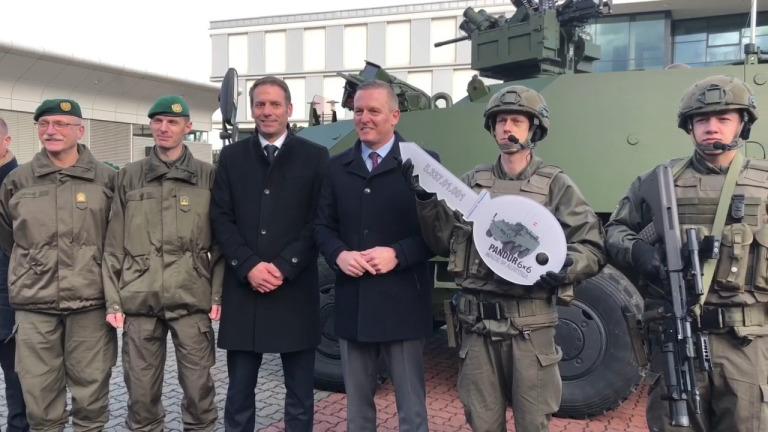 Svečana predaja Pandurjev - avstrijskih Valukov - avstrijski vojski