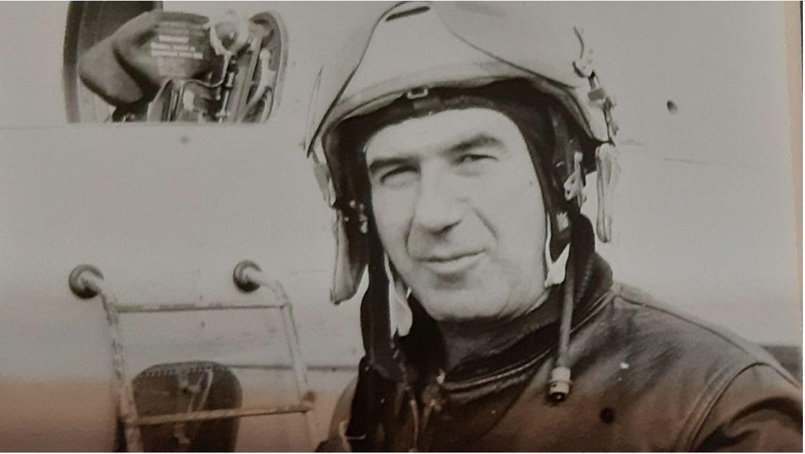Ljubomir Bajić pred MiG-om 21 Vir: RBTH