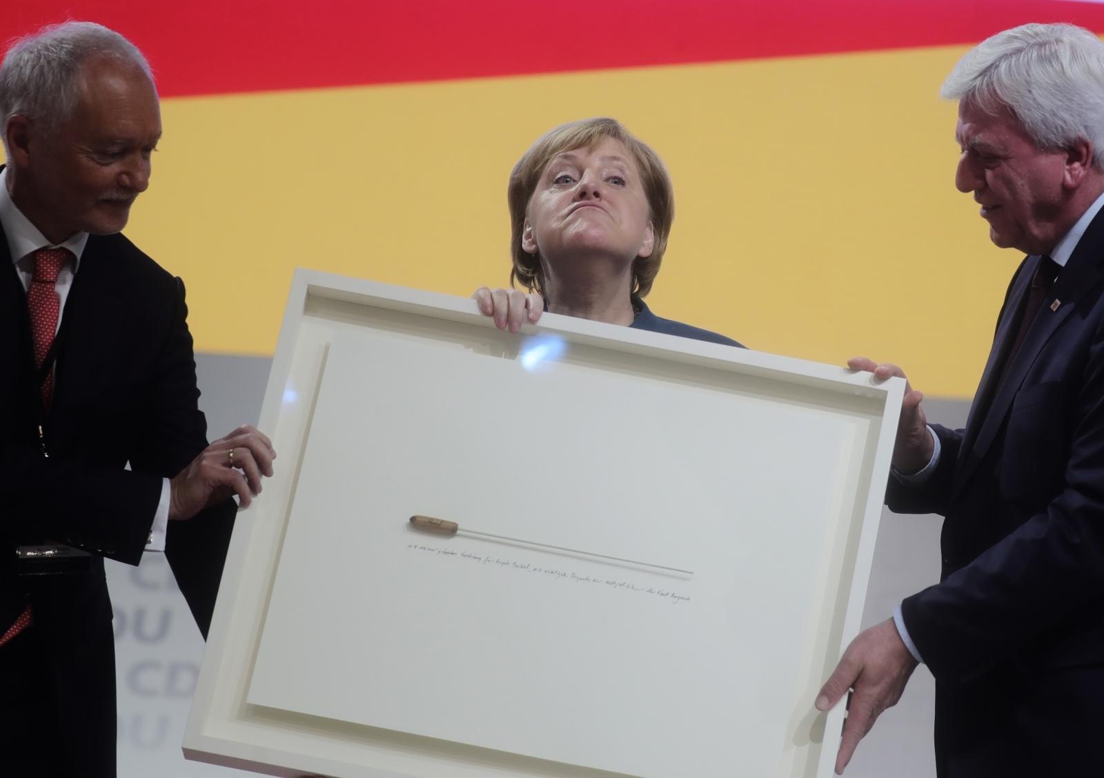 Dirigentska palica - Angela Merkel Vir:Pixsell