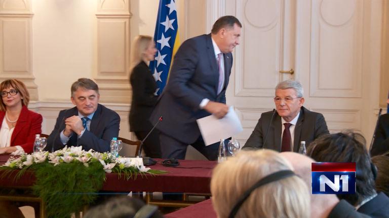 Dodik odhaja iz predsedstva BiH zaradi manjkajoče zastave Rs