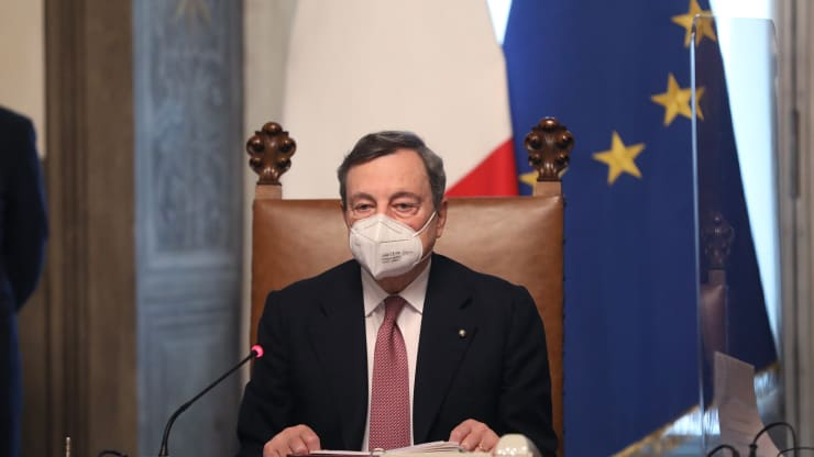 Mario Draghi z masko Vir:Twitter