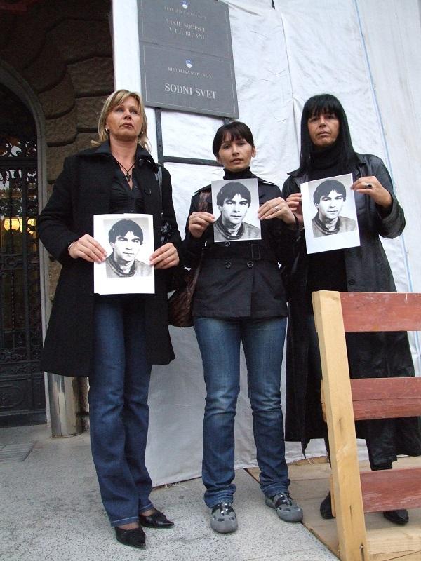 Sestri in hčerka Dragomira Petronjića so zaman iskali pravico na slovenskih sodiščih. Vir: Arhiv
