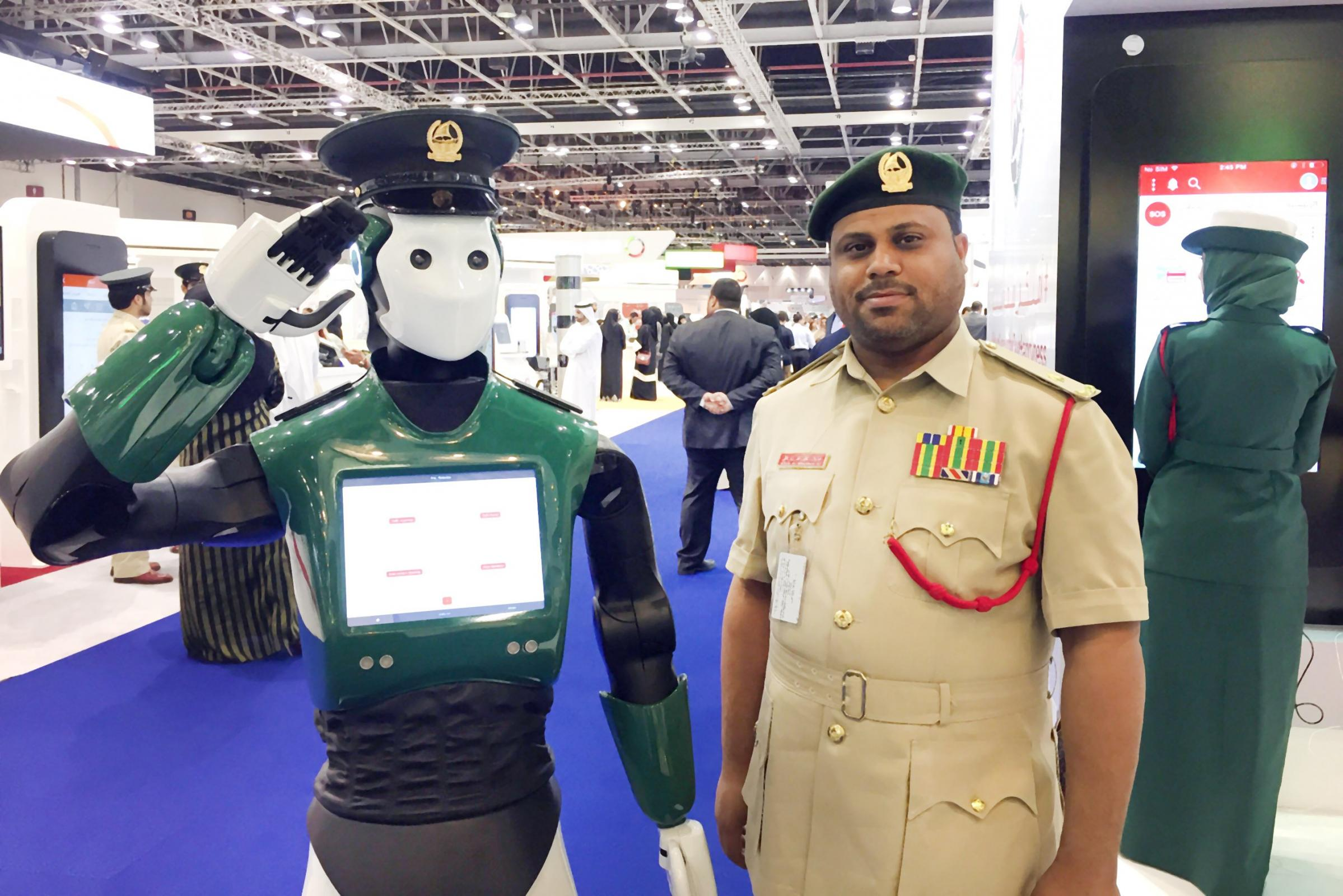 Dubai - robot policist