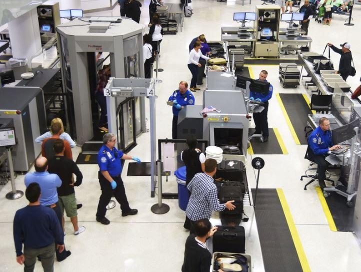 Varnostni pregledi na letališču Vir:Wired
