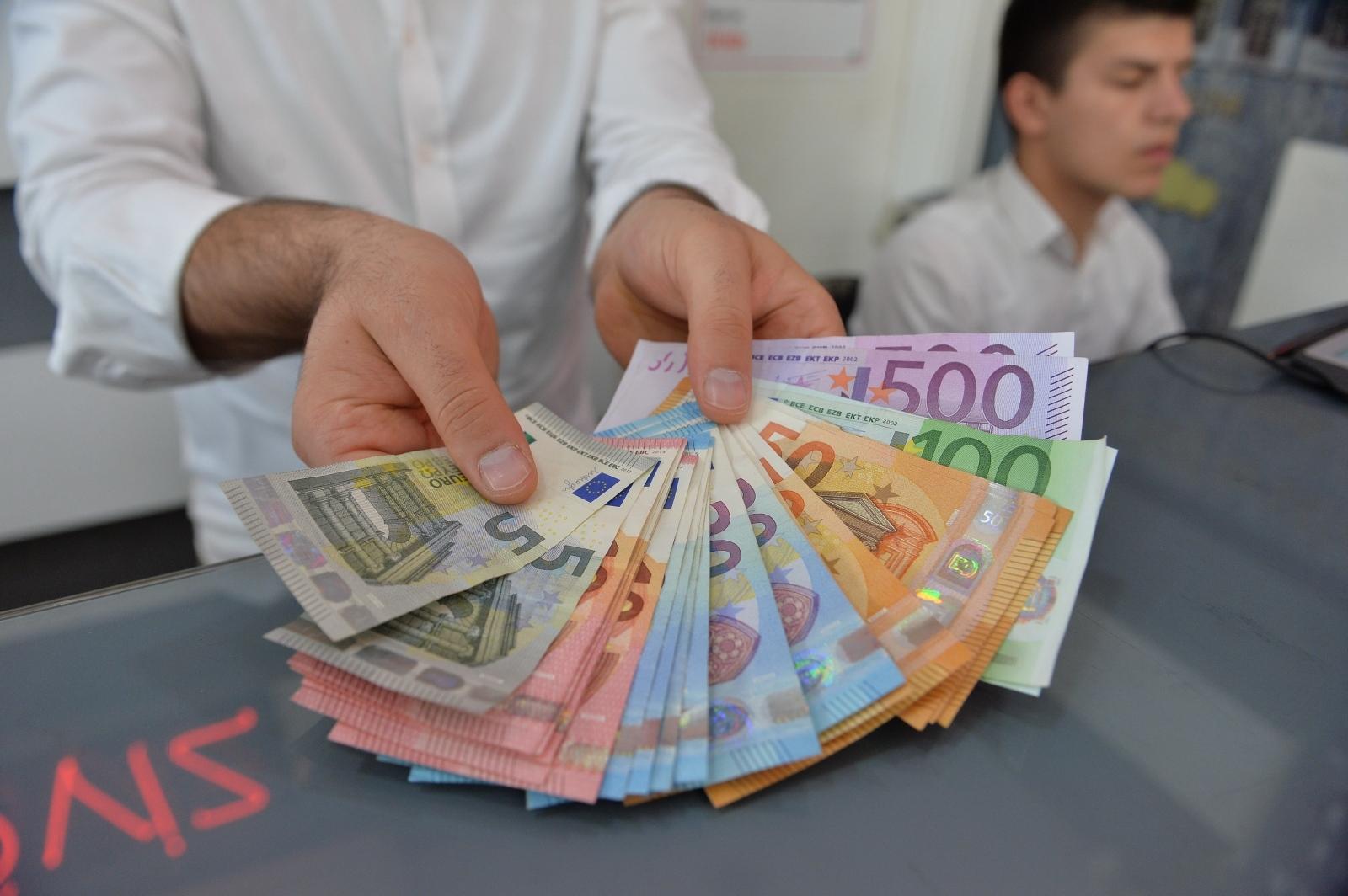 Evro - bankovci Vir:Pixell