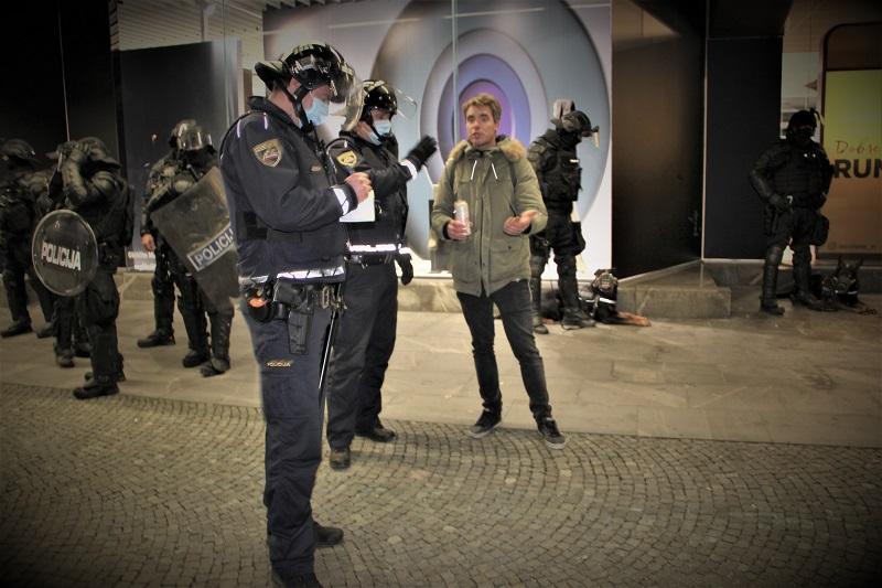 Policija deli 150 evrov kazni