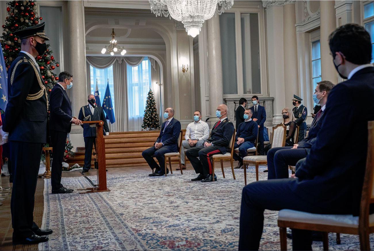 Pahor, vrh Slovenske vojske in Janez Janša v prvi vrsti.