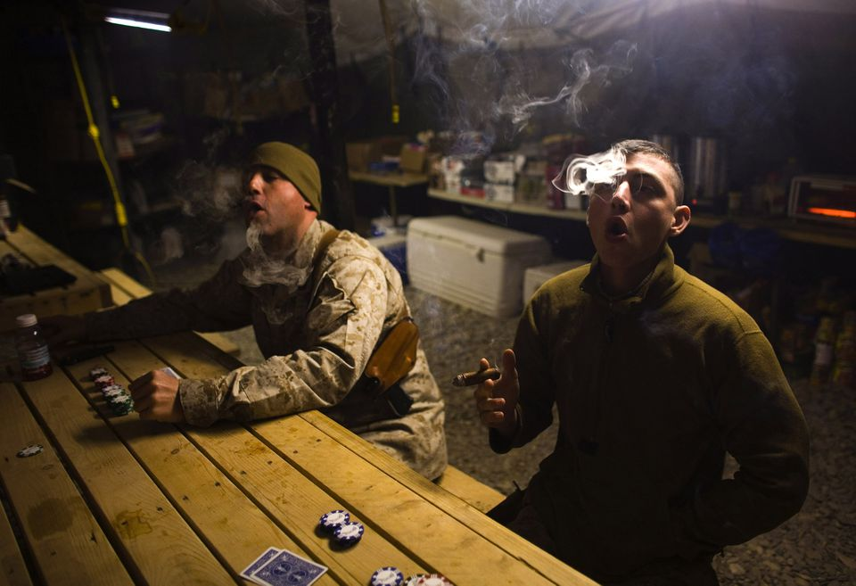 Ameriški vojaki med kajenjem  Vir: Twitter