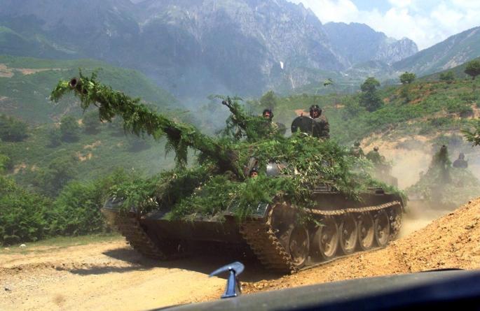 Kamufliran srbski tank 1999