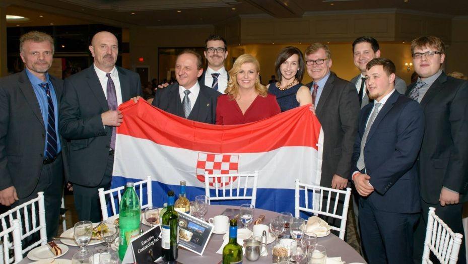 Hrvaška predsednica z ustaško zastavo - Vir: Times of Israel