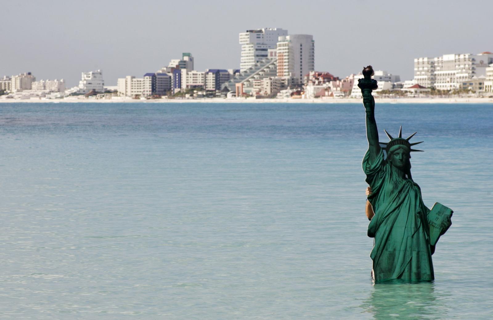 Simboličen prikaz, kaj čaka svetovne spomenike - Cancun, 2010 Vir:Pixsell