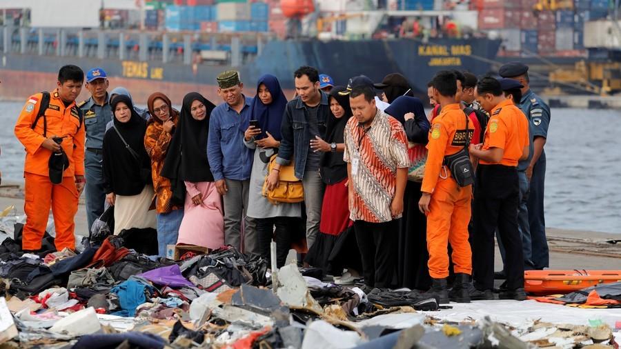 Svojci žrtev padca boeinga 373 Lioan Airlinesa VIr:RT