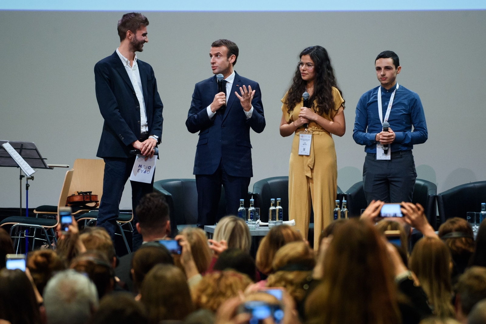 Macron in mladi, Berlin Vir:Pixell
