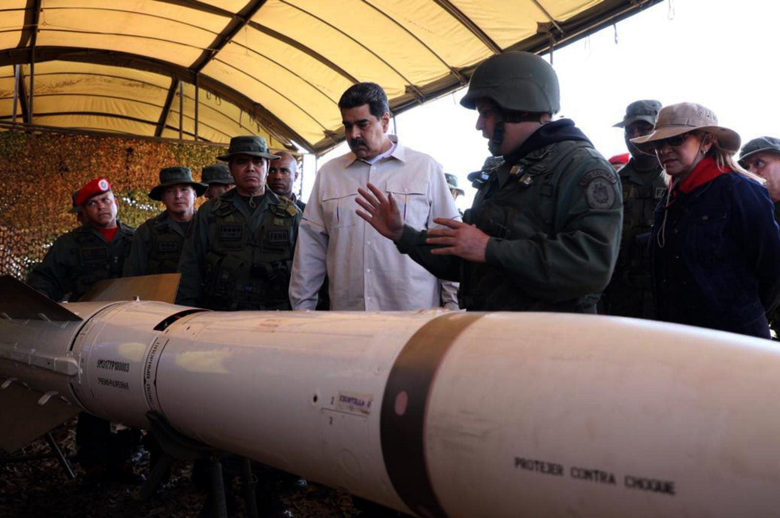Maduro med vojaki Vir:Pixsell