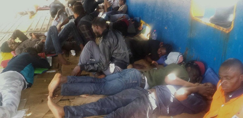 Ladja z migranti