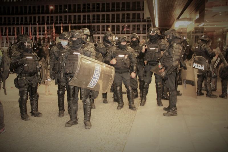 Policija pred DZ 13.10.2021