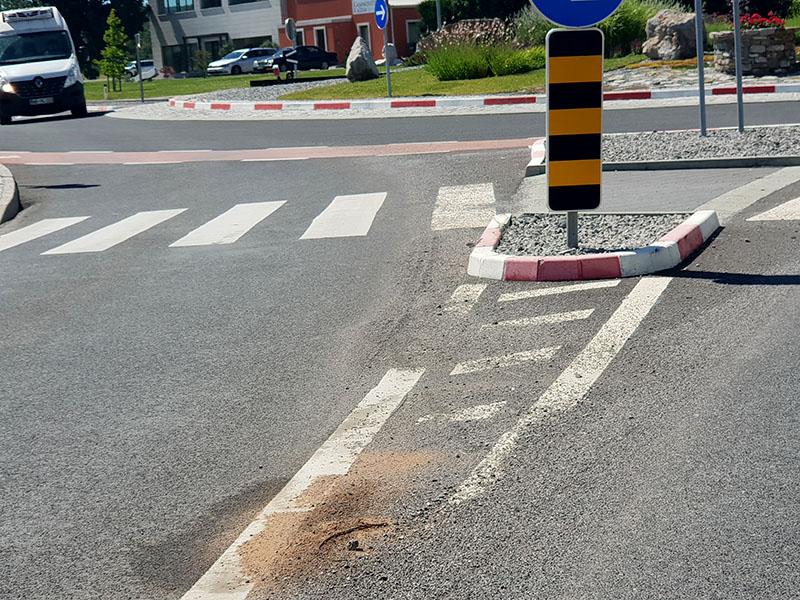 Pesek na cesti