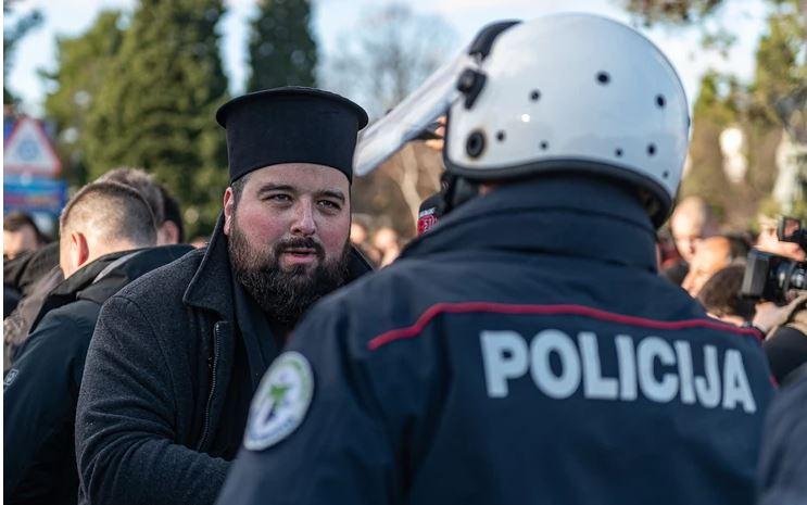 Duhovnik in policist - Črna gora