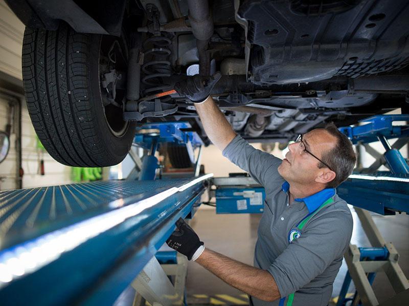 Pregled avta, avtomehanik