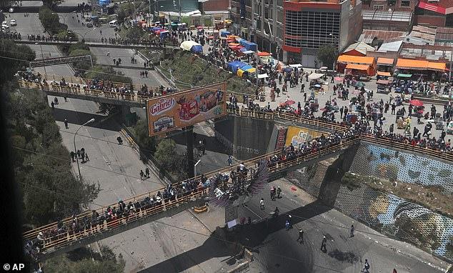 Moralesovi protestniki blokirajo mostove