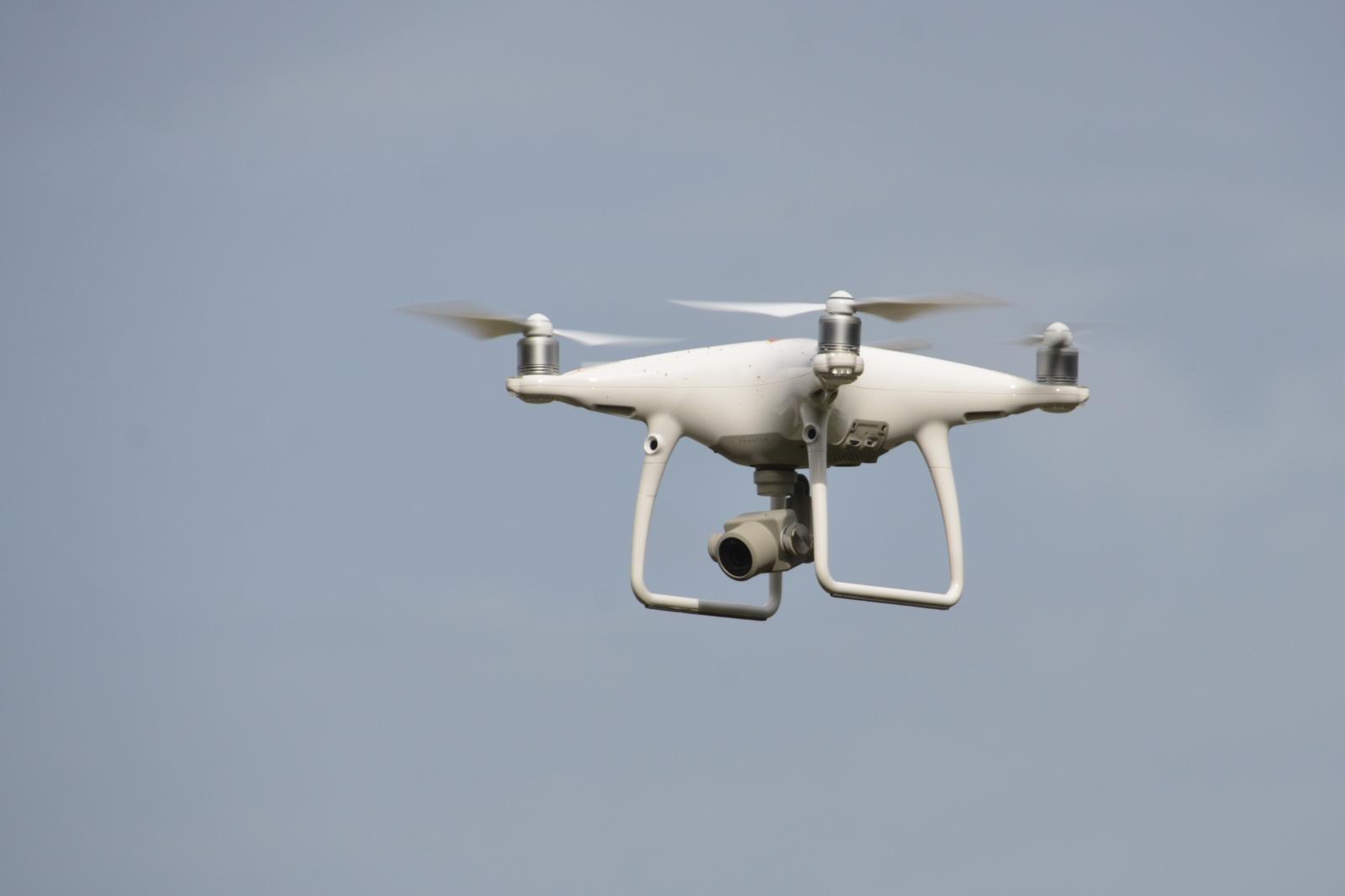 Dron s kamero Vir: Pixsell