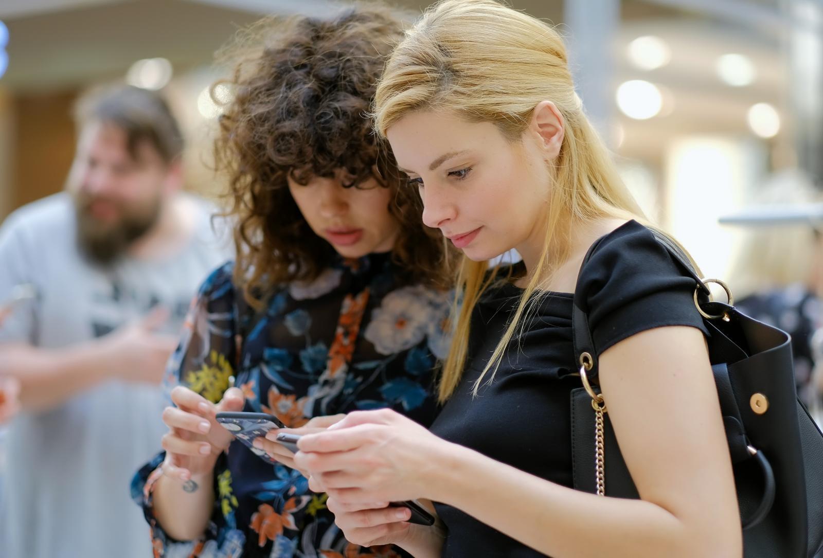Nakupovanje s telefoni Vir:Pixell