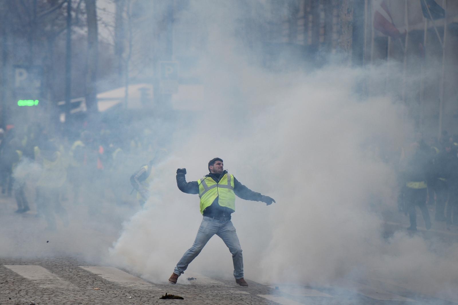 Rumeni jopiči - protesti v Franciji, 8. december 2018