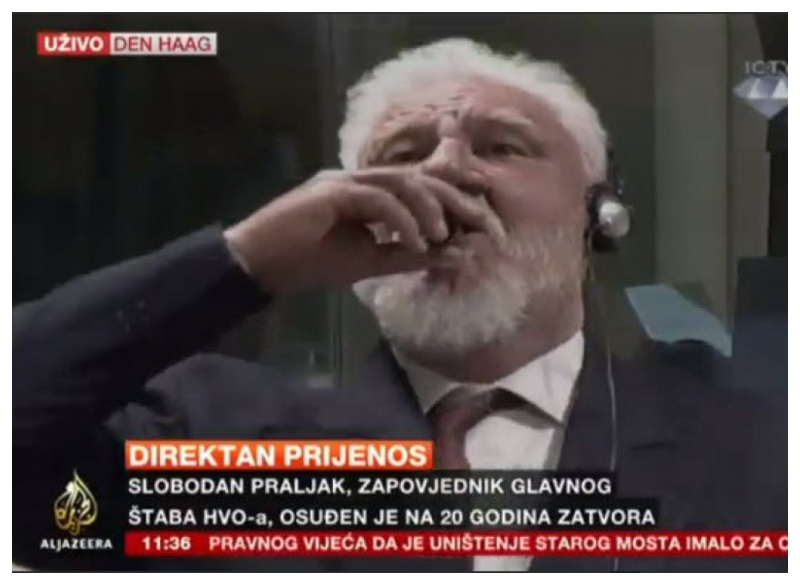 Slobodan Praljak pije strup v ICTY Vir: Al Jazeera