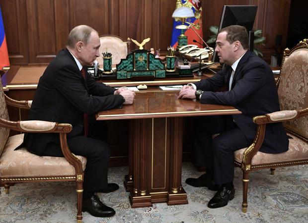 Kaj se je zgodilo v Rusiji in zakaj je odstopil Medvedjev?