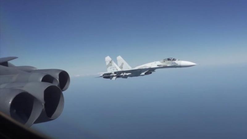 Vojaške igrice v zraku: Američani nastavili »past« za Ruse, ruski Su-27 pa pretresel posadko ameriškega bombnika B-52
