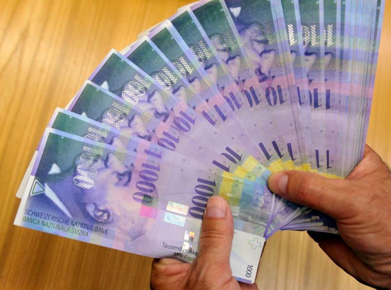 Predlagane rešitve za posojila v frankih bi bilo po mnenju ministrstva treba preučiti z vidika finančne stabilnosti
