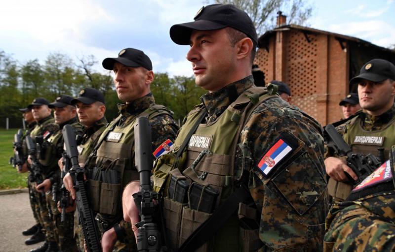 Ni predaje, ni umika in še zadnje opozorilo: Srbska žandarmerija poje o odhodu na Kosovo