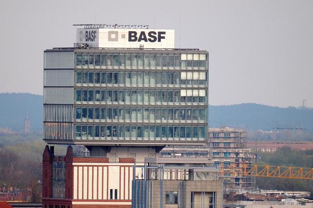 BASF lani za 50 odstotkov povečal čisti dobiček