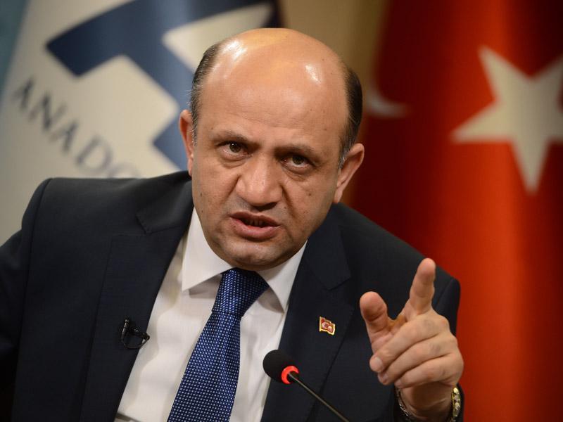 Turška vojska namešča tanke na meji z Irakom