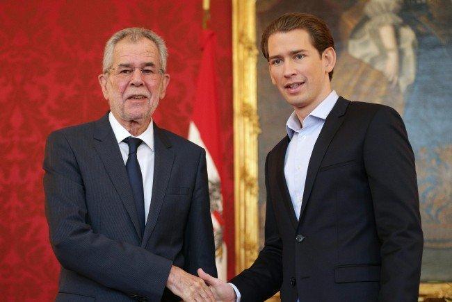Avstrijski kancler Kurz naj bi imel »orgije v skritem narkomanskem gnezdu«, Kern pa z »mladoletnimi črnkami«