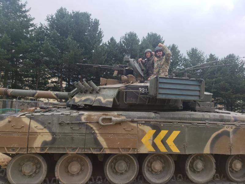 Niso se mogli upreti! Oglejte si, kako so se ameriški vojaki »šli vozit« z ruskimi tanki in oklepniki …