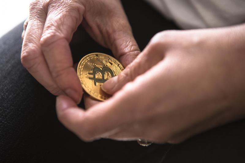Globalno gospodarstvo se sooča s hudimi težavami – nas lahko rešijo kriptovalute?
