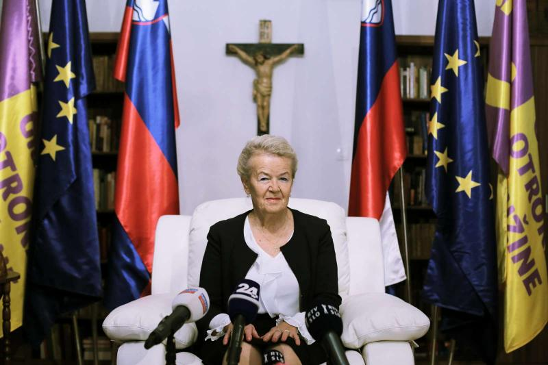 Uradna predsedniška kandidatka tudi Likovičeva