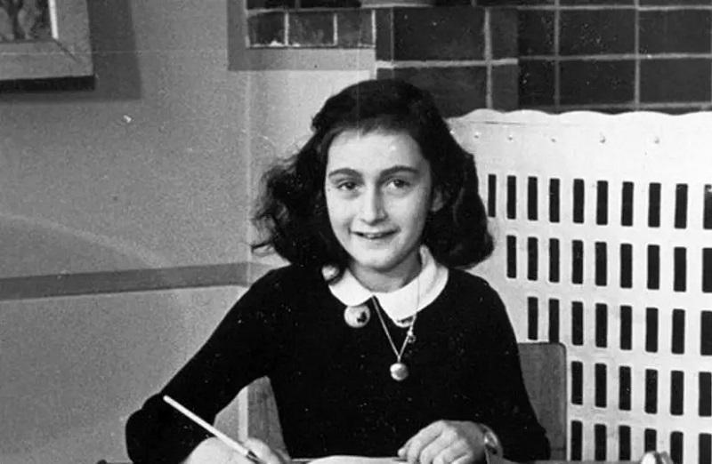 Neverjetno: Zavod za šolstvo iz učnih programov tiho in brez protestov izbrisal Dnevnik Ane Frank