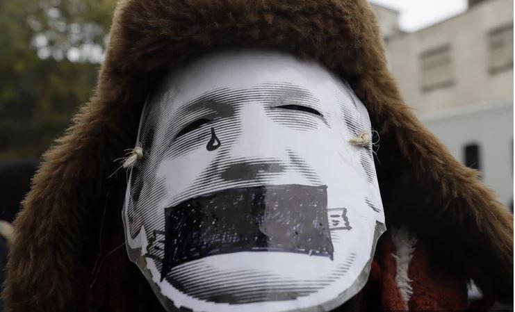 Biden ne odneha: Assange izgubil pravno bitko na sodišču, ZDA lahko razširijo pritožbo za izročitev