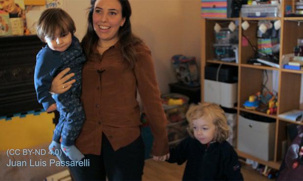 Izpustite Assangea, zahteva ženska, s katero je spočel dva otroka v času, ko je bil zaprt v veleposlaništvu