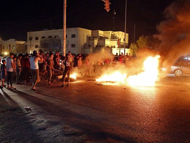 Protestniki zažgali iranski konzulat v Iraku