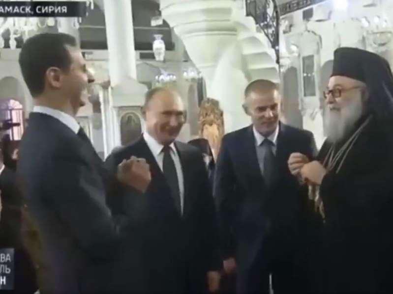 Kamere ujele trenutek, ko sta se Putin in Asad norčevala iz Trumpa