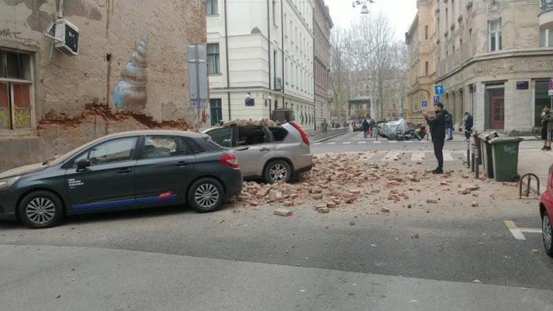Močan potres z magnitudo 5,3 stresel Zagreb, na streljaj od Krškega, nastala škoda, ljudje na ulicah, padel vrh katedrale